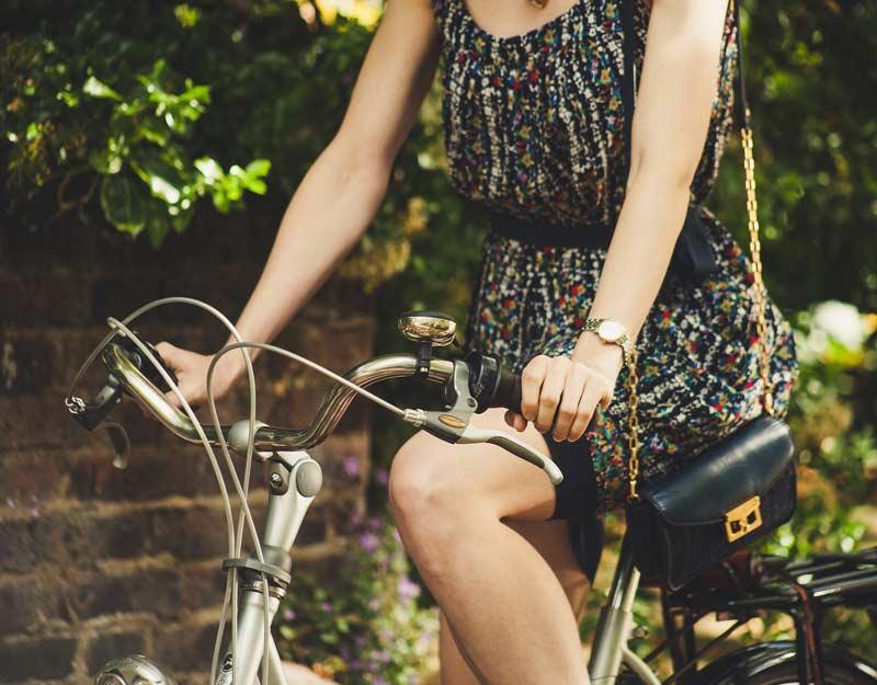 Andare a piedi o in bicicletta per inquinare meno